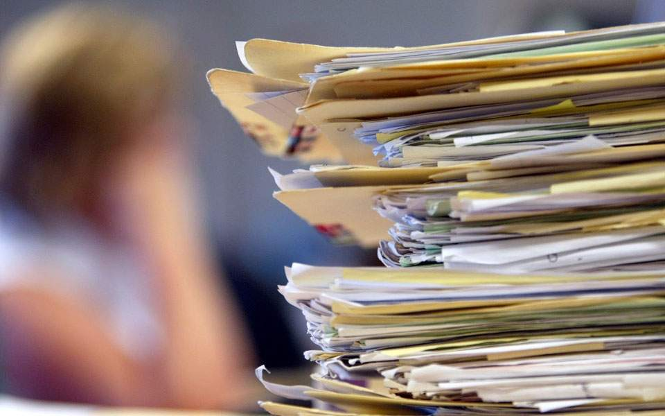 Έρευνα ΑΠΘ: To κόστος της γραφειοκρατίας του δημοσίου σε χρόνο και χρήμα