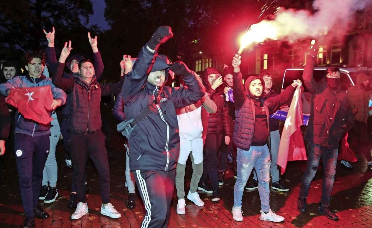 Συμπλοκές στην Ολλανδία ανάμεσα σε Τούρκους και Κούρδους