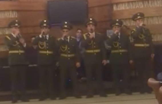 Θα σας σηκωθεί η τρίχα… κάγκελο – Αρμένιοι Ευέλπιδες τραγουδούν: Η Ελλάδα ποτέ δεν πεθαίνει