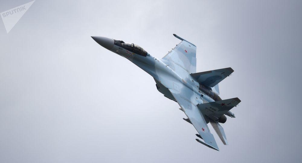 Μαχητικό Su-34 χωρίς φτερά σε αυτοκινητόδρομο προκαλεί έκπληξη στον κόσμο (ΒΙΝΤΕΟ)