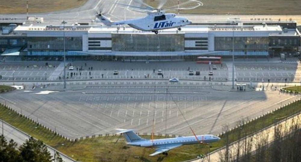 Ο «Κολοσσός των Αιθέρων»: Ρωσικό ελικόπτερο Mi-26 σηκώνει επιβατικό αεροπλάνο για πλάκα