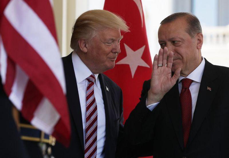 Άγγελος Συρίγος: Ο Τραμπ έχει προσωπική ατζέντα στο παζάρι με τον Ερντογάν
