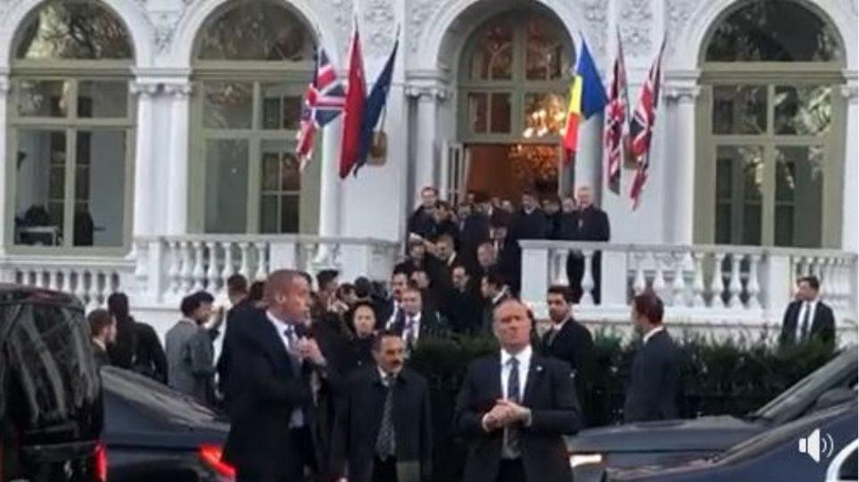 Άκουσε τα… σχολιανά του ο Ερντογάν στο Λονδίνο