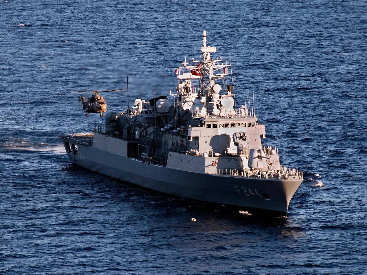 Το Τουρκικό Πολεμικό Ναυτικό στέλνει φρεγάτα με κατευθυνόμενους πυραύλους στα χωρικά ύδατα της Λιβύης
