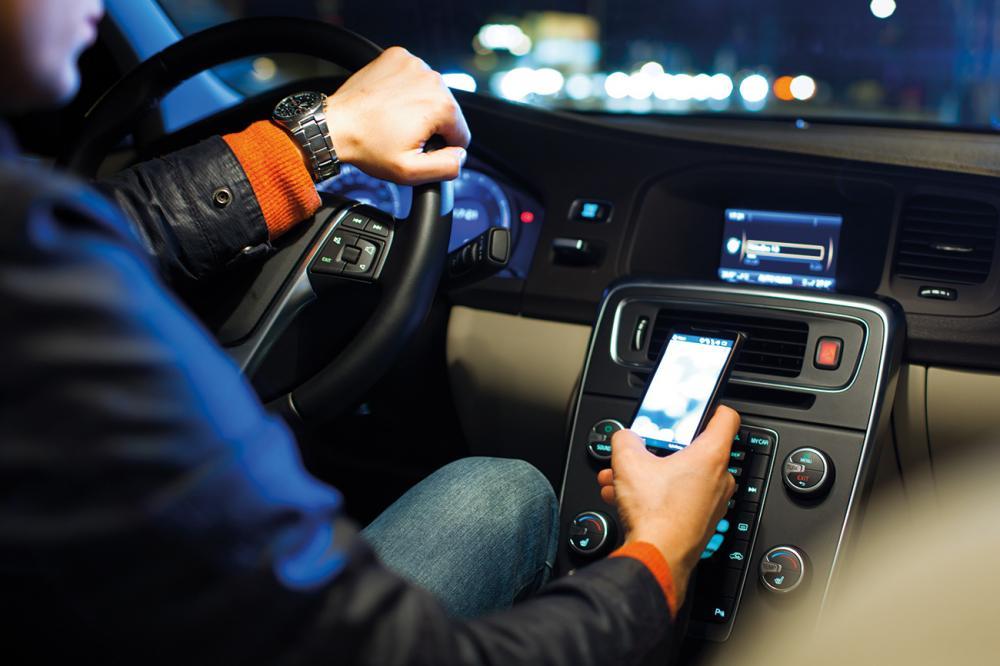Η χρήση κινητού προκαλεί τροχαία ατυχήματα