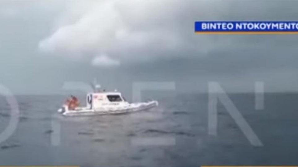 Βίντεο: Σκάφος της τουρκικής Ακτοφυλακής παρενοχλεί Έλληνα ψαρά κοντά στα Ίμια