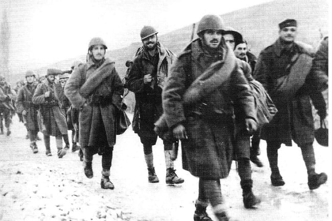 Αυτός είσαι Έλληνα! Τα Χριστούγεννα που οι Έλληνες στρατιώτες μοιράστηκαν το συσσίτιο τους με τους Ιταλούς αιχμαλώτους