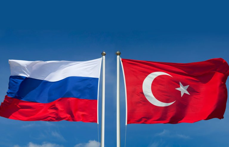 Τουρκική αντιπροσωπεία επισκέπτεται τη Ρωσία για να συζητήσει τις κρίσεις στη Συρία και τη Λιβύη