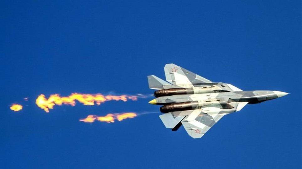 Ρώσοι πιλότοι πετούν με τα πέμπτης γενιάς Su-57 – Βίντεο