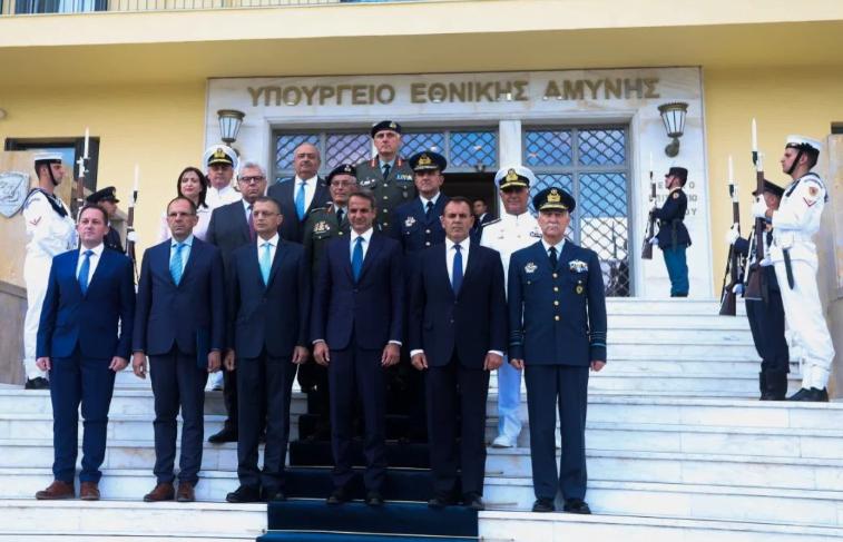 Κρίσεις και αλλαγές στα «κεφάλια» των Ενόπλων Δυνάμεων – Ποιοι αρχηγοί είναι στην πόρτα της εξόδου