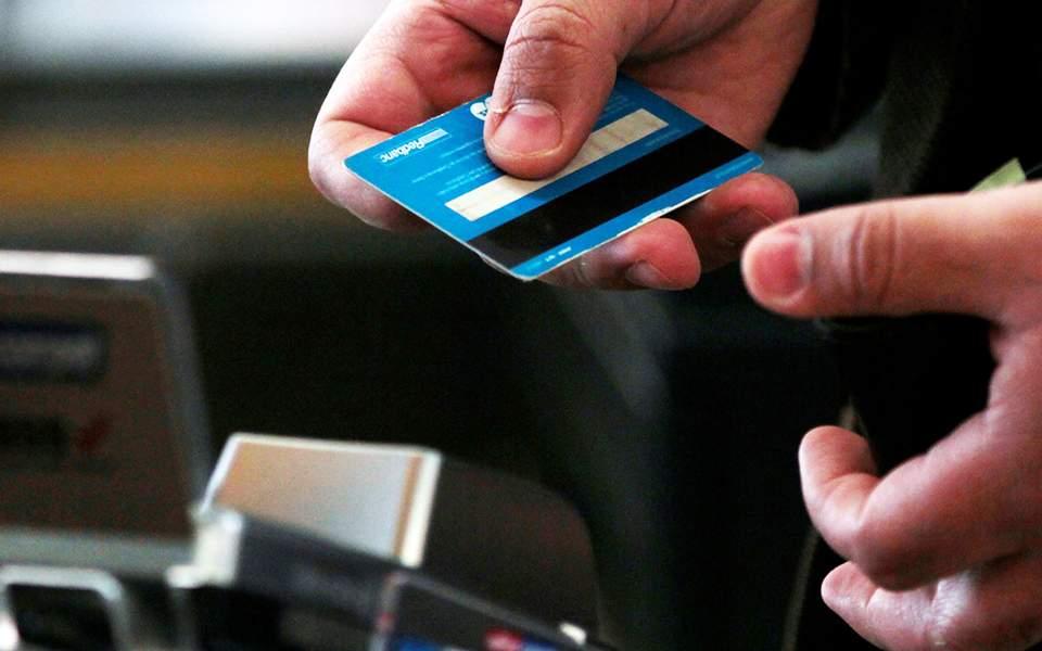 Χάκαραν τραπεζικούς λογαριασμούς – Σε αντικατάσταση έως 15.000 καρτών προχωρούν οι τράπεζες