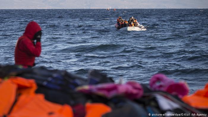 """Ως """"παράλογη ιδέα"""" αποκαλεί ο γερμανικός Τύπος τα πλωτά φράγματα στο Αιγαίο"""