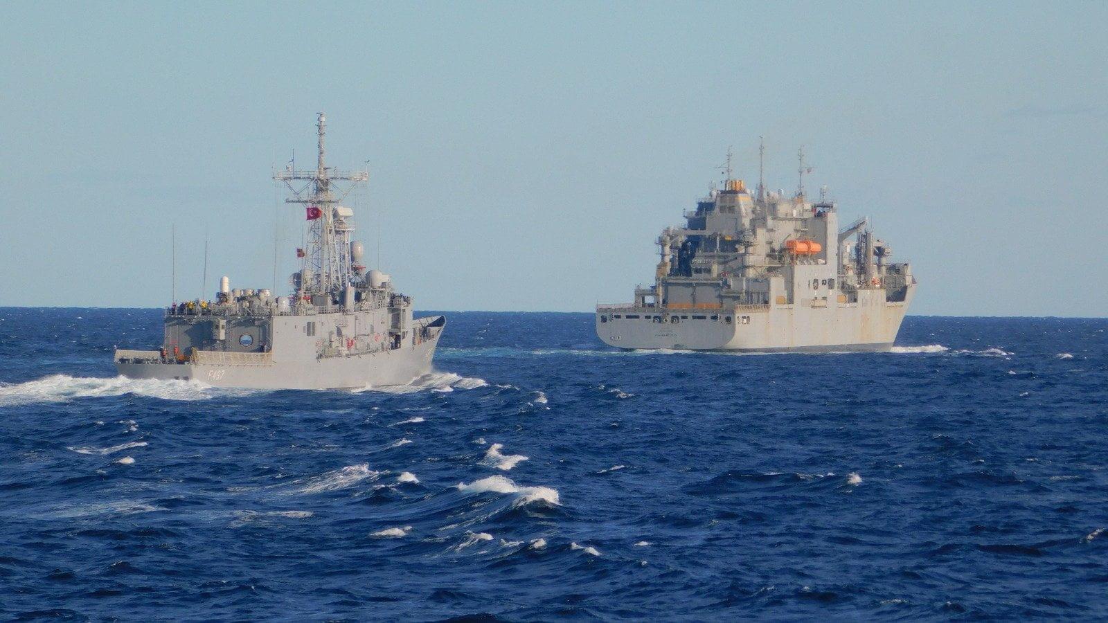 Δύο τουρκικές φρεγάτες ανοιχτά των λιβυκών ακτών – Ρόλο προστάτιδας δύναμης διεκδικεί η Άγκυρα – Σε ετοιμότητα το ελληνικό Πολεμικό Ναυτικό