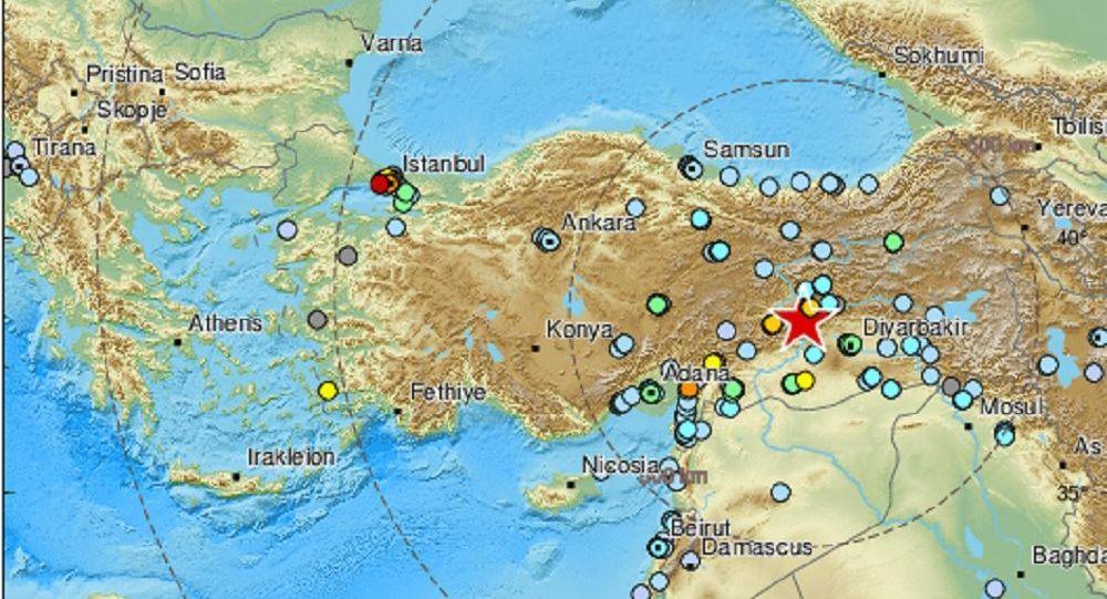 Ισχυρός σεισμός 6,8 Ρίχτερ στην Αν. Τουρκία: Εικόνες χάους στους δρόμους – Βίντεο