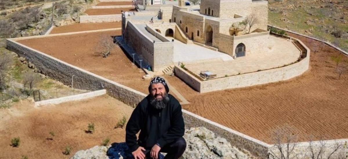 Αφέθηκε ελεύθερος ο Ασσύριος ιερέας που συνέλαβαν οι τουρκικές αρχές