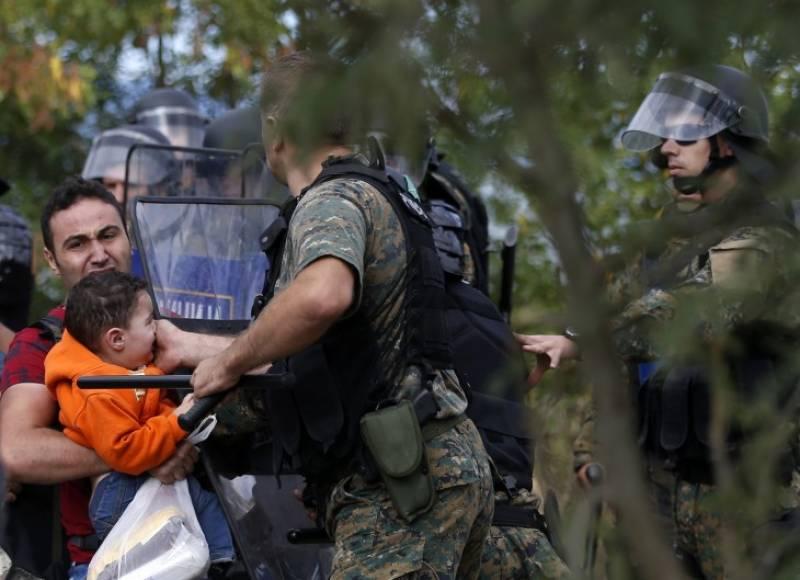 Στο «κόκκινο» το προσφυγικό- Εμπλοκή των Ενόπλων Δυνάμεων: Ενισχύονται οι αμφίβιοι καταδρομείς και μεταφέρονται ελικόπτερα στα νησιά- «Σφραγίζεται» ο Έβρος