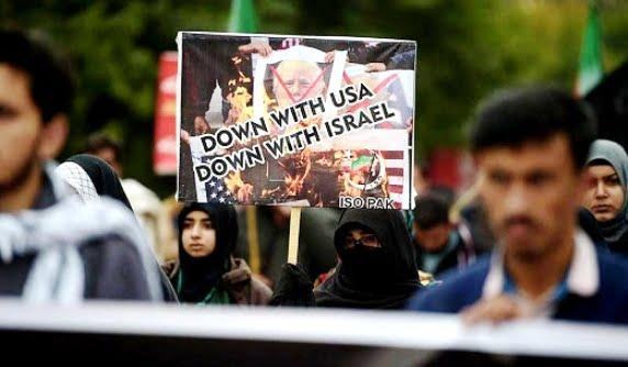 Oι ΗΠΑ Εισόρμησαν στα Χρόνια της Τρέλας Με την Κήρυξη Πολέμου στο Ιράν