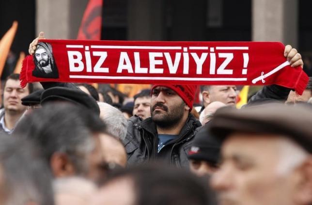 """Ο άγνωστος """"πόλεμος"""" της Τουρκίας εναντίον των Αλεβί: Θρησκευτικά ανελεύθερο το 17% του πληθυσμού"""