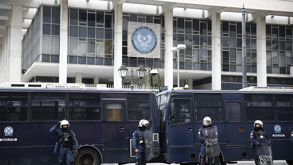 Δολοφονία Σουλεϊμανί: Έκτακτα μέτρα σε «ευαίσθητους» στόχους στην Αθήνα – «Φρούριο» η πρεσβεία των ΗΠΑ