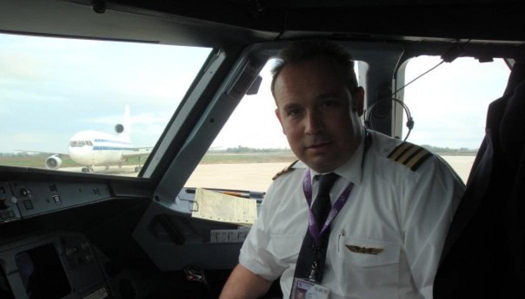Ο τραγουδιστής Κώστας Μακεδόνας μιλά με την ιδιότητα του πιλότου για τον τραγικό θάνατο του Κόμπι Μπράιαντ