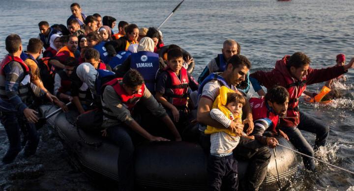 Τσαβούσογλου: Αποθεώνει την Μέρκελ και επιτίθεται σε ΕΕ – Μας χρωστά 3 δισ. για τους πρόσφυγες