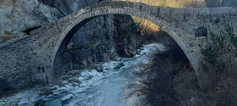 Τέτοια ομορφιά δεν χάνεται – Απολαυστικές εικόνες! Πάγωσαν τα ποτάμια στην Ήπειρο (Pics+Vid)