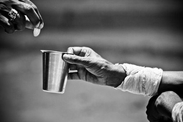 Η Φτώχεια στην Ελλάδα και τις χώρες της ΕΕ