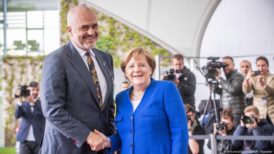 Η Μέρκελ πιέζει για έναρξη ενταξιακών διαπραγματεύσεων της Ε.Ε. με την Αλβανία