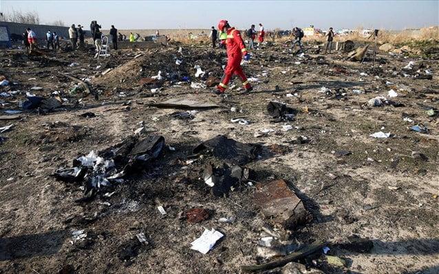 Συντριβή αεροσκάφους: Σενάρια τρομοκρατικής ενέργειας ή κατάρριψης από πύραυλο εξετάζει το Κίεβο