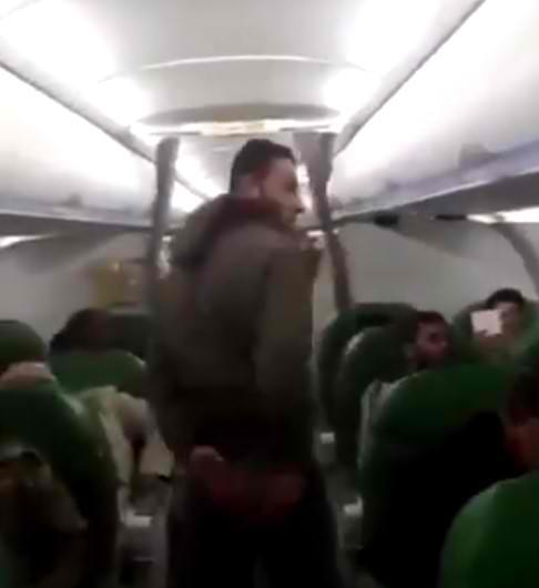 Βίντεο ντοκουμέντο με Τούρκους μισθοφόρους σε πτήση για τη Λιβύη – Οργή υποστηρικτών του Χάφταρ κατά Ερντογάν