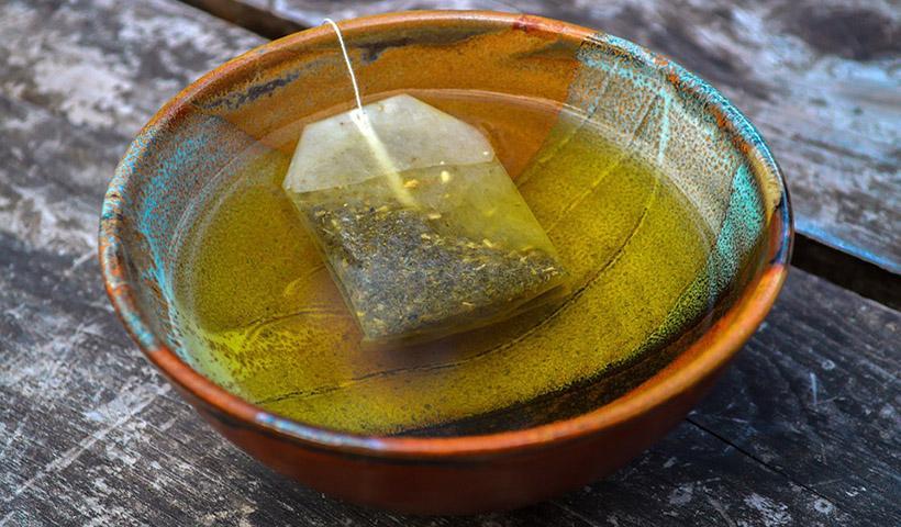 Όσοι πίνουν συχνά τσάι, ιδίως πράσινο, ζουν περισσότερο και αρρωσταίνουν λιγότερο
