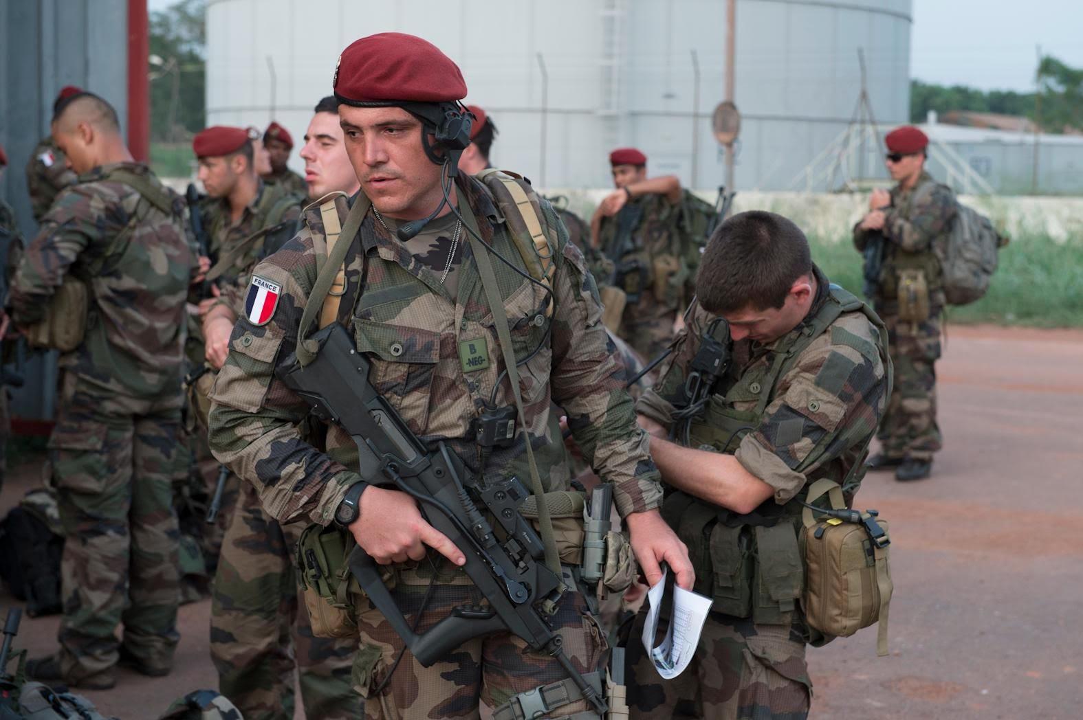 Γάλλοι κομάντος για πρώτη φορά στην Ελλάδα – Μήνυμα στήριξης από Μακρόν με την αποστολή πεζοναυτών αλλά και του ελικοπτεροφόρου «DIXMUDE»