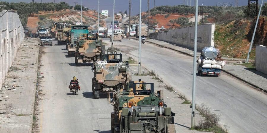 """Πάλι πιάστηκε στα """"πράσα"""" η Άγκυρα – Καταγγελίες ότι τουρκικά όπλα βρίσκονται στην κατοχή τρομοκρατών στο Ιντλίμπ"""