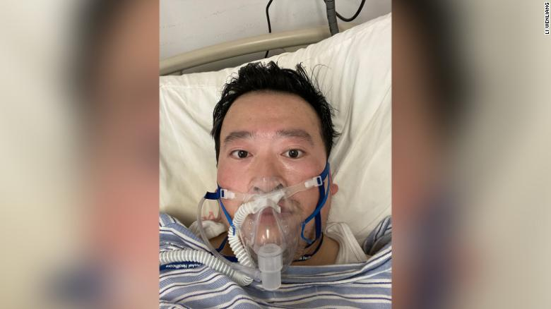 CNN: Γιατρός που νοσεί από τον κορωνοϊό αποκαλύπτει πώς ξέσπασε η επιδημία