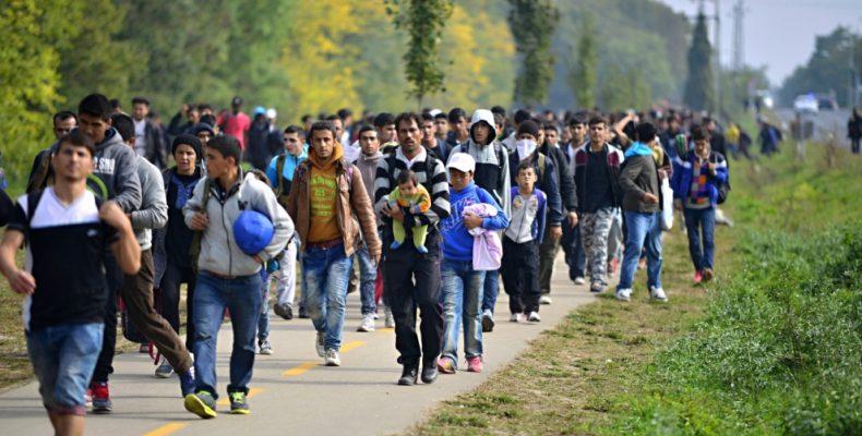 Μέτρα «δύο ταχυτήτων»: Οι μετανάστες… σουλατσάρουν ανενόχλητοι στη βόρεια Ελλάδα – Δραματικές εκκλήσεις από τους κατοίκους