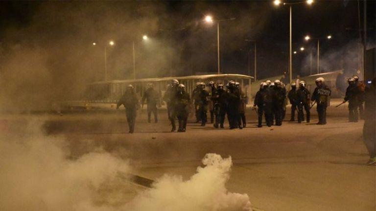 Την ώρα που η Ελλάδα νεκρώνει κάποιοι στην Μυτιλήνη οργανώνουν πορείες και συγκεντρώσεις.. με συμμετοχή και γιατρών