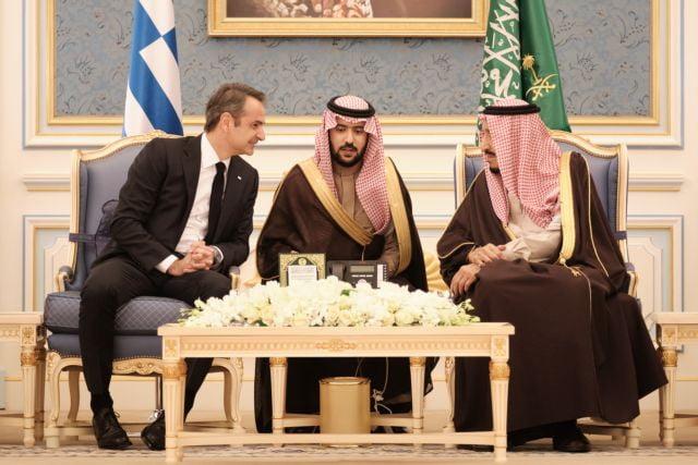 Πανηγυρισμοί από τον στρατό του Χαφτάρ για την επίσκεψη Μητσοτάκη στη Σ. Αραβία