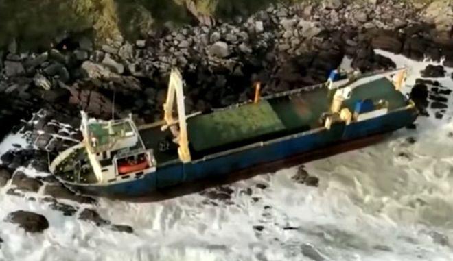 """Πλοίο """"φάντασμα"""" ξεβράστηκε στην Ιρλανδία"""