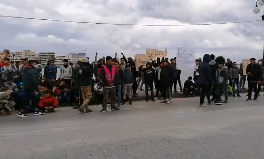 Μυτιλήνη : Επεισόδια μετά από πορεία προσφύγων – Ρίψεις χημικών από αστυνομικούς