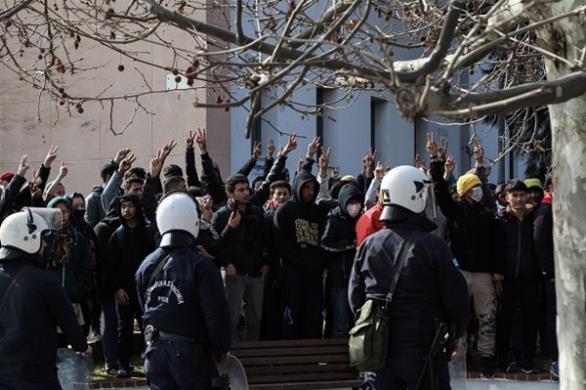 Μεταναστευτικό: χάθηκε η μπάλα