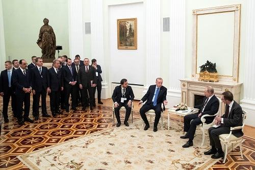 Πως η Τουρκία έχασε την Ρωσία και την Δύση