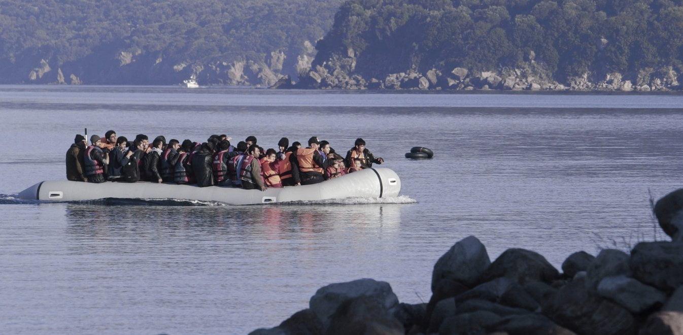 Και 2η βάρκα με μετανάστες.. εν μέσω κοροναιου στην Λέσβο- Κυκλοφορούν ελεύθεροι χωρίς να τους ελέγξει κανένας