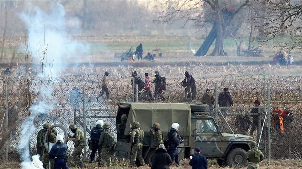 Βάζουν φωτιές για να λιώσουν τον φράχτη με την βοήθεια της τουρκικής Στρατοφυλακής