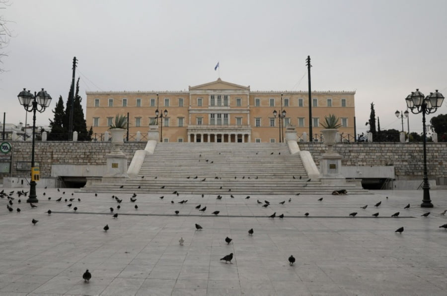 Πάει κι ο Μάιος και βάλε… Νέα εξέλιξη – Η ελληνική κυβέρνηση προετοιμάζεται για μεγάλη παράταση έως δύο μήνες στην καραντίνα για τον κορωνοϊό