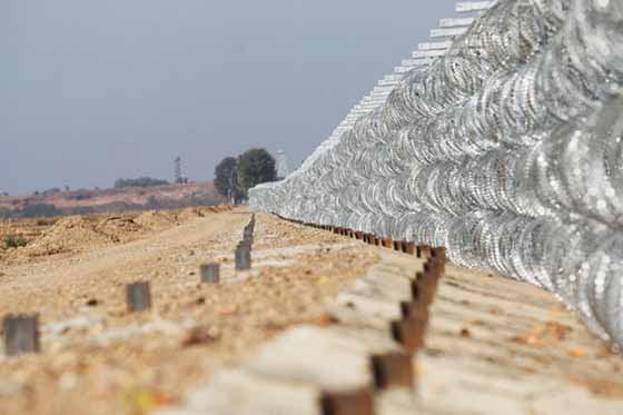 """Το """"φίδι του εθνικισμού"""", κατά την βουλευτή του ΣΥΡΙΖΑ, εξαπλώνεται – Απόστρατοι της Ξάνθης μάζεψαν χρήματα για το φράχτη στον Έβρο"""