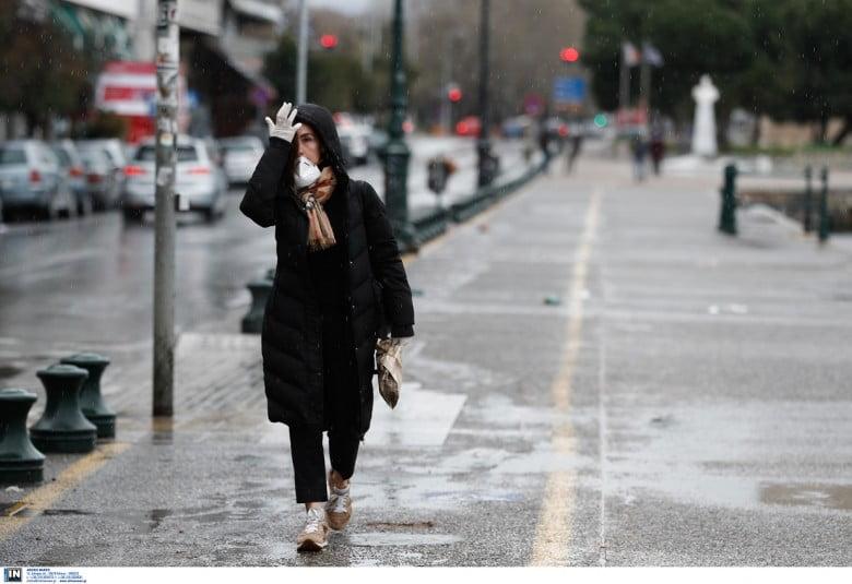 Η βροχή θα μειώσει η θα αυξήσει τις μολύνσεις του πληθυσμού από τον Κορωνοϊό;