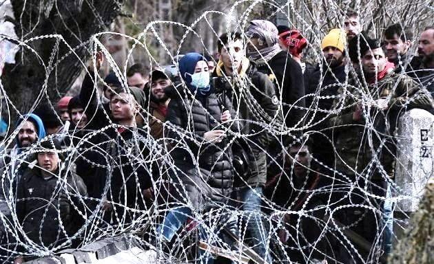 Η Τουρκία συνεχίζει τον υβριδικό πόλεμο εναντίον της Ελλάδας-Νέα επεισόδια στον Έβρο: Πέφτουν δακρυγόνα στα ελληνικά σύνορα