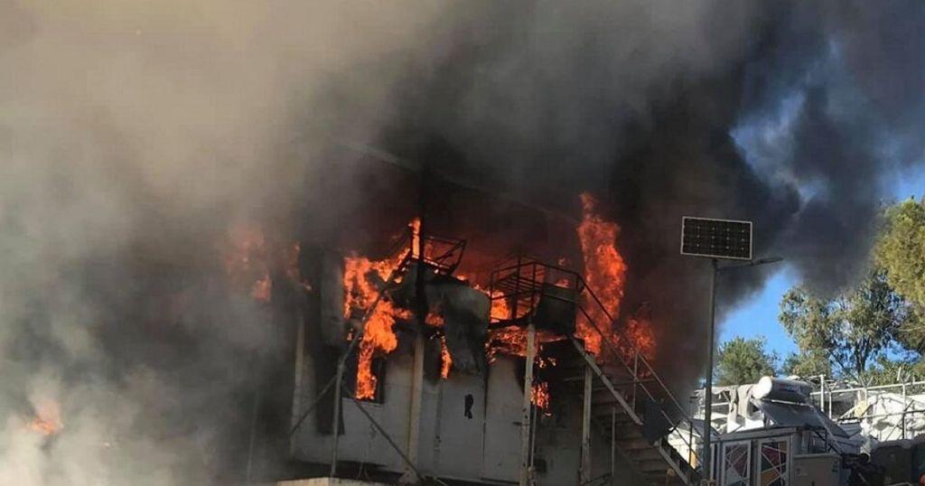 Πυρκαγιά κατέστρεψε εγκαταστάσεις ΜΚΟ στη Μόρια