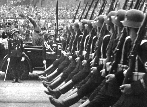 Θα ξαναβυθίσουν οι Γερμανοί στο χάος και στον πόνο την Ευρώπη μόλις τρεις γενιές μετά;