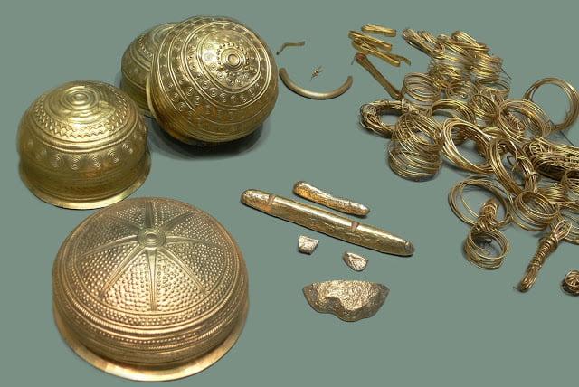 Στη Λήμνο βρέθηκαν τα αρχαιότερα κοσμήματα στον κόσμο